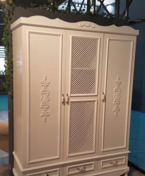 Распашные двери с декоративными накладками Северодвинск